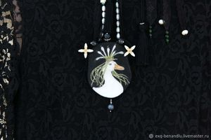 Onion Queen pendant