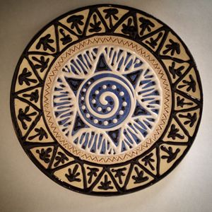 Slip trailing decorative plate