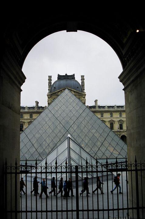 The Louvre in Paris - Rolf McEwen