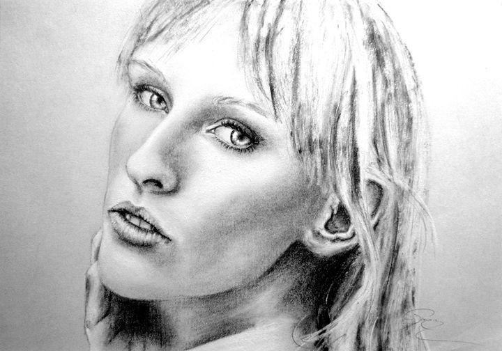 Nicole portrait, charcoal, B4 - rogerioarte