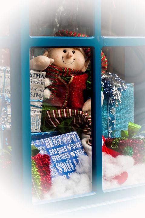 Elf in the Window - Persinger Creations