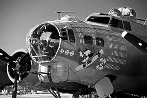 Nine-O-Nine B17 WWII Plane