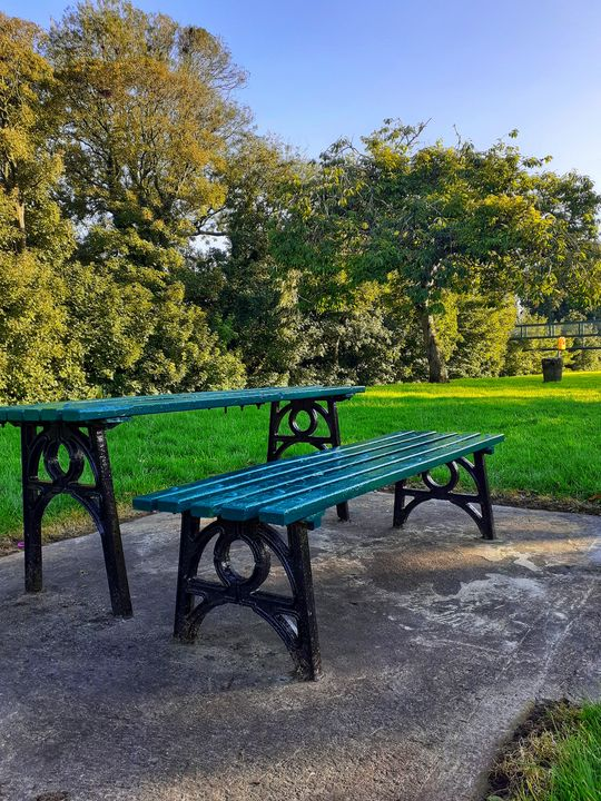 The blue bench - Ana
