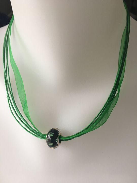 Green PawPrint Bead Ribbon Necklace - Silkartist