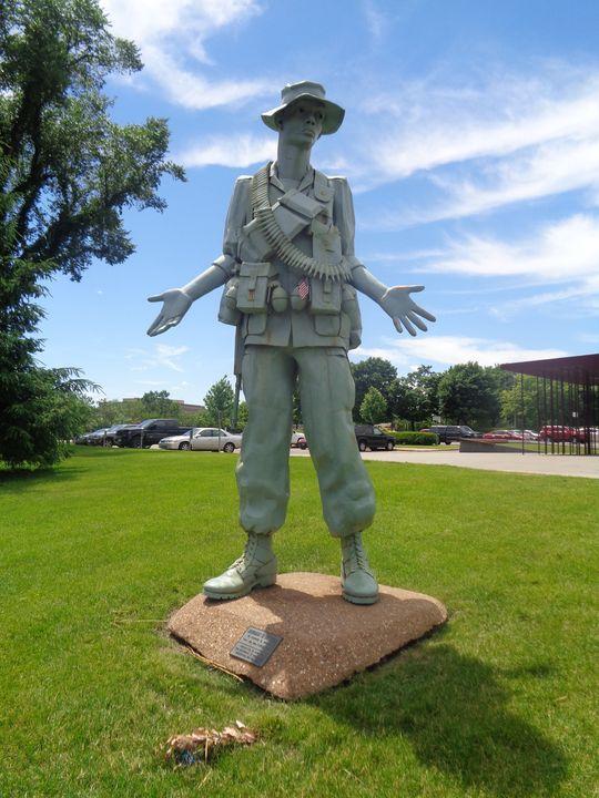 US Soldier Statute, St. Paul, MN - Achilles Rane Saphir