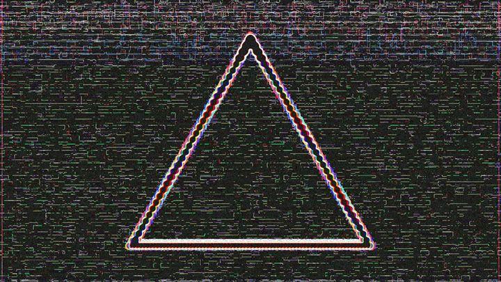 Retro Triangle - QuantumSuperbus