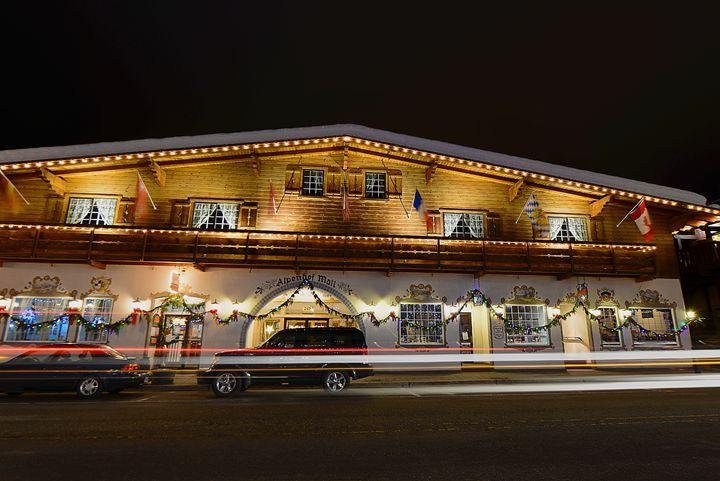 Alpenhof mall by night. - YURI LEVCHENKO PHOGRAPHY