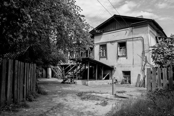 Old court yard near the market - Andrii Bilonozhko