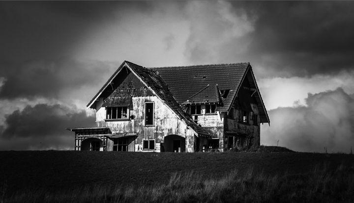 Lonely House - teodoramotateanu