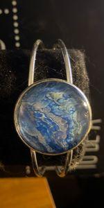 World color bracelet