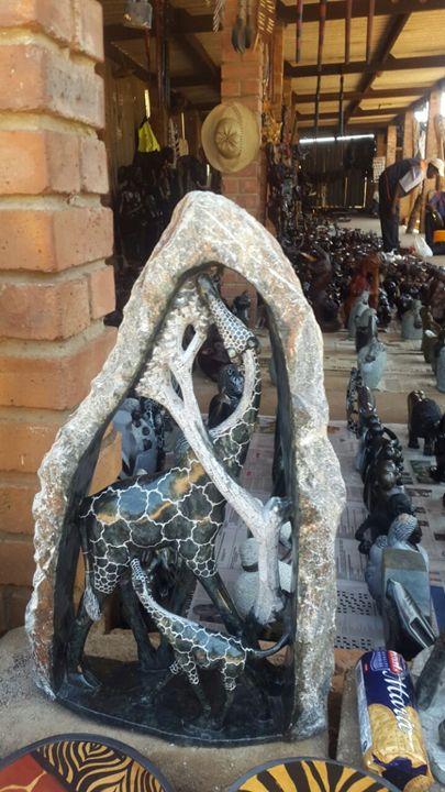 mother and child giraffe - YADAH SCULPTURES