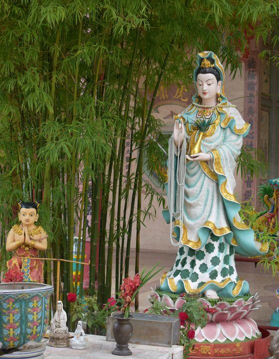 Kuan yin in Taoist temple Ayutthaya - RCRayner