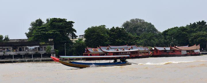 Motorboat speeding on Bangkok river - RCRayner