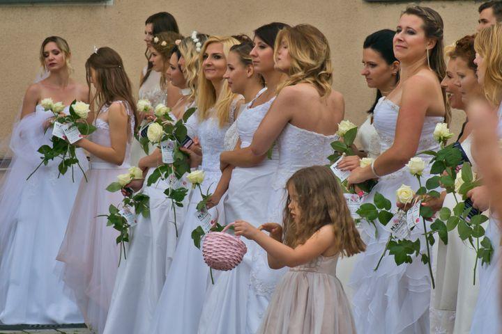 brides parade - Jarek Witkowski gallery