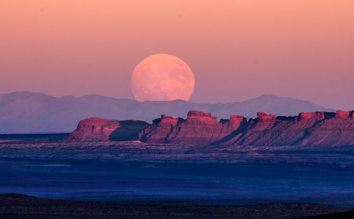Monument Valley Moon Rising - Dawn2Dawn Photography
