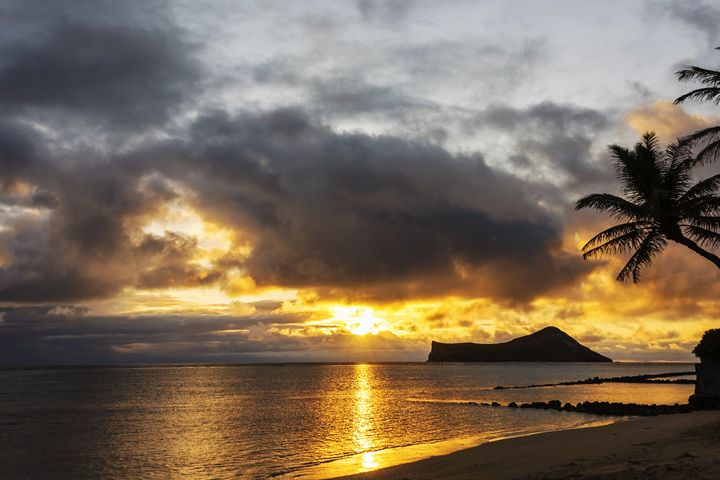 Rabbit Island Sunrise - Oahu Hawaii - Brian Harig Photography