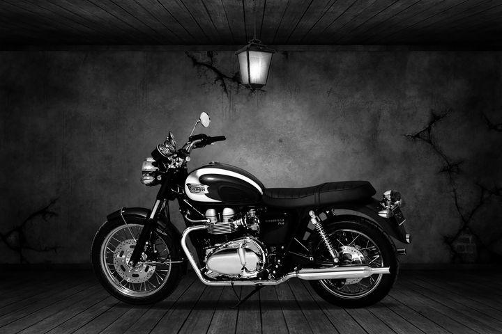 Triumph Bonneville T100 Old Room - Stephen Smith Galleries