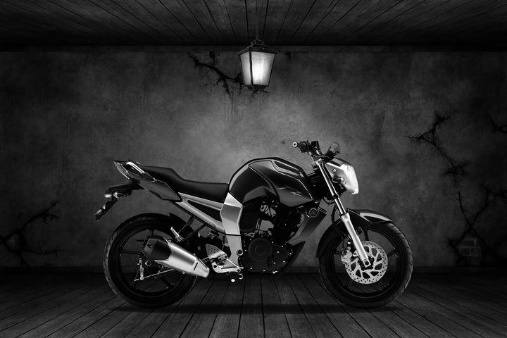 Yamaha FZ16 Old Room - Stephen Smith Galleries
