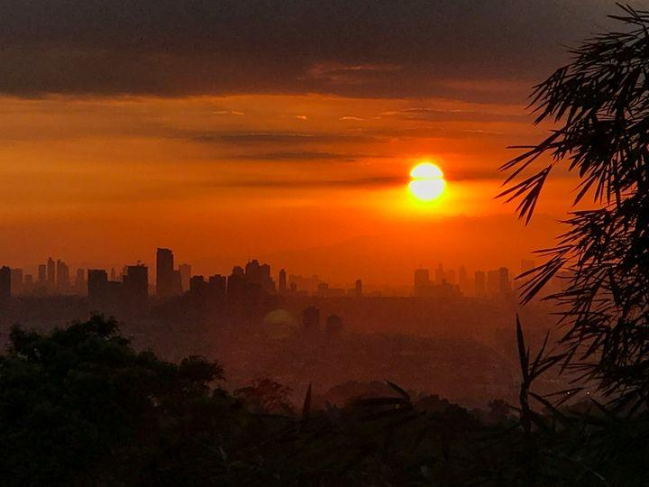 Sunset from afar - Pinta ni Deo
