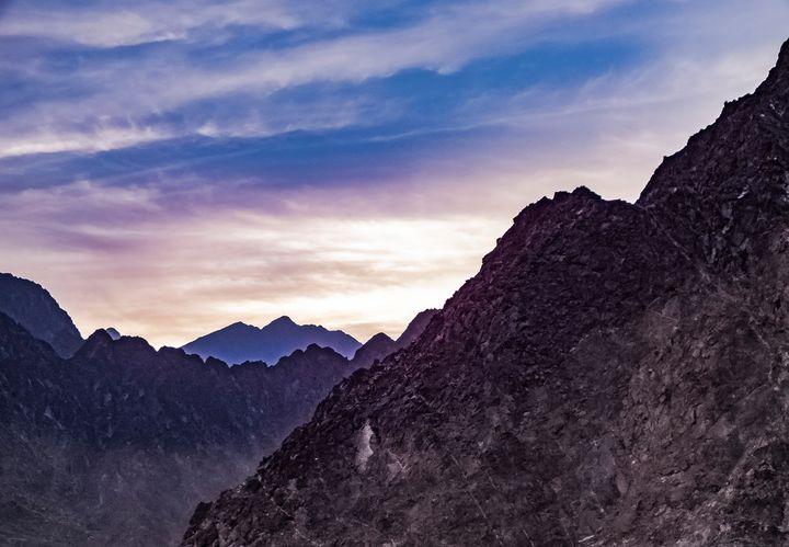 Mountains in twilight - Omar Atabany