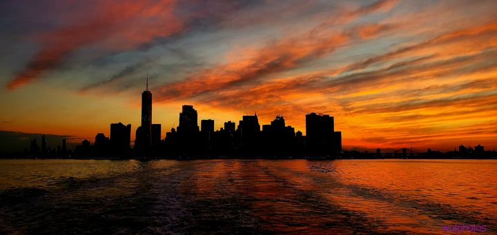 Silhouette of New York city - Wutphotos