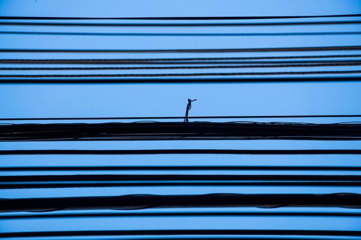 O homem em alta tensão - Christian Camilo Gallery