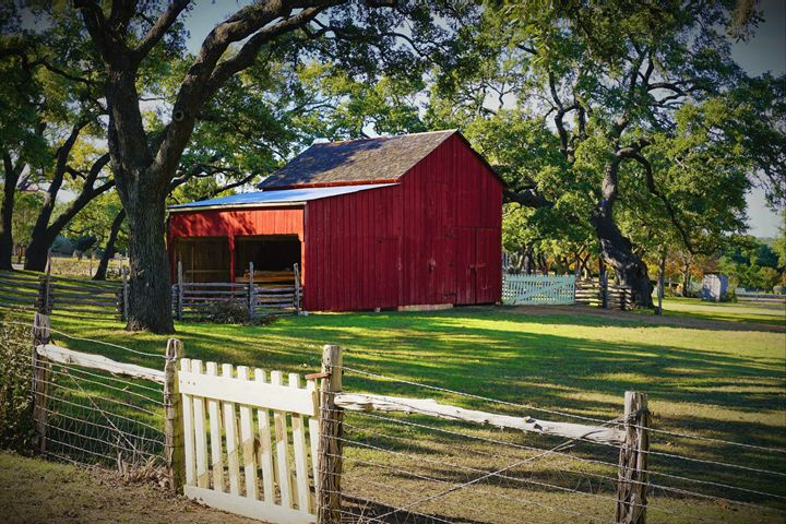 Little Red Barn - Photography by Larry Landaker