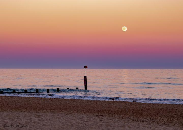 boscombe moonrise - nicspics photography