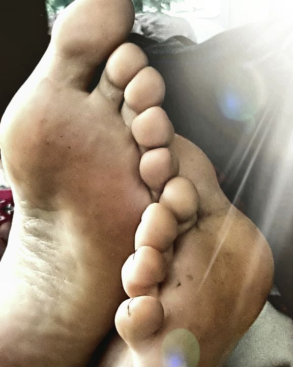 Toes - The Adhizen