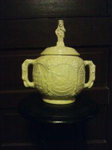 ceramic biscuit jar with lid.