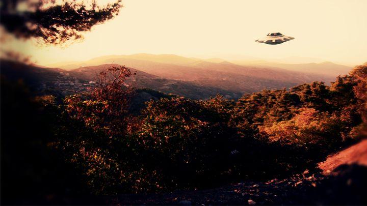 UFO by Raphael Terra - Esoterica Art Agency