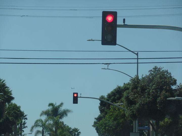 California Street Lights Stop - Toki Hernández