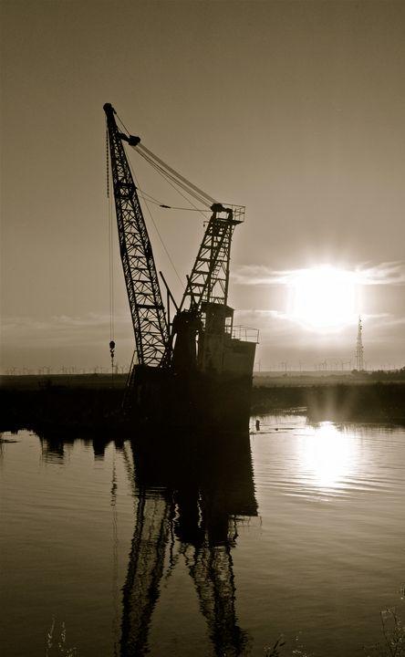 Forgoten crane - Shutter Shock Images