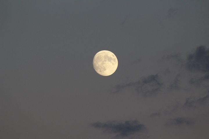 Moon in sky - Tricoci5