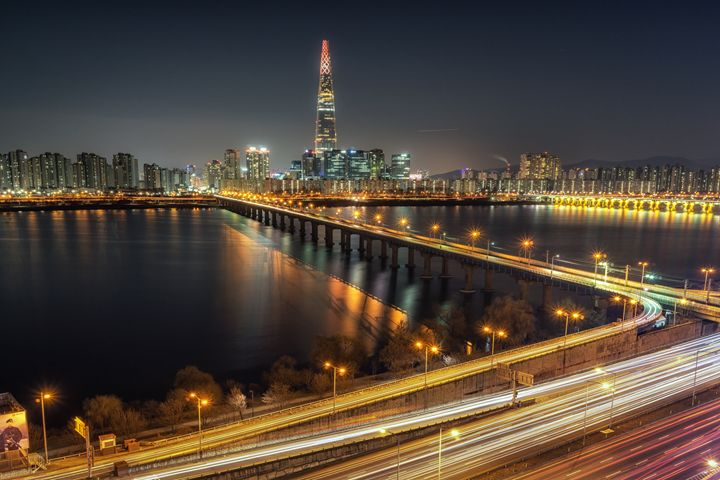 Lotte tower at night - Aaron Choi Photography