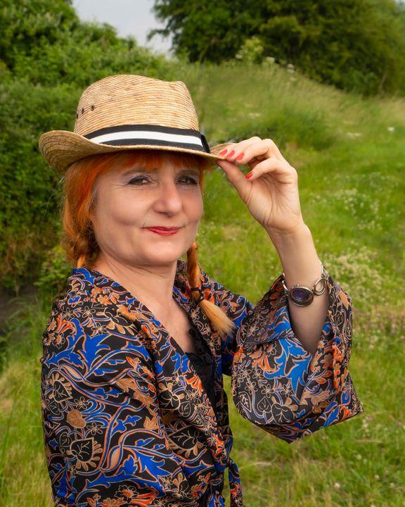 Golden lady by lauraartist68 - Lauraartist68