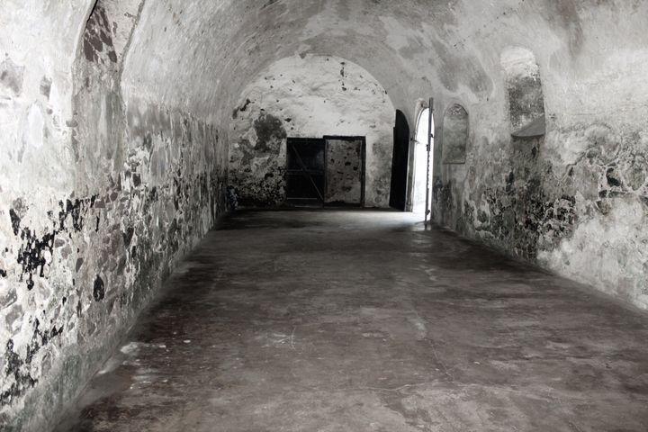 Slave dungeon - Stephanie Claytor
