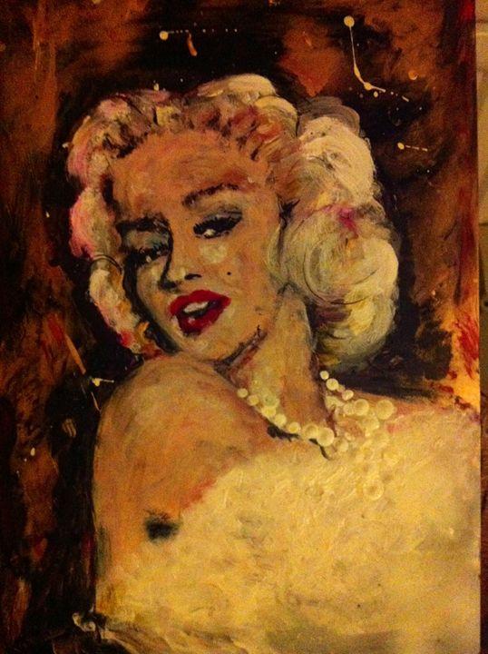Miss Monroe - Saule