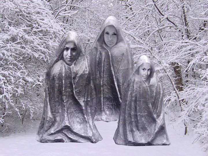 Statues in the Snow - ICARUSISMART