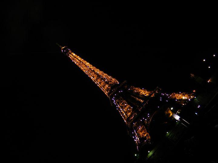 Eiffel Charm - focalpoint