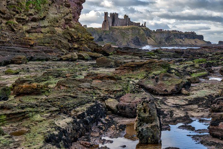 Tantallon Castle in Scotland - Jeremy Lavender Photography
