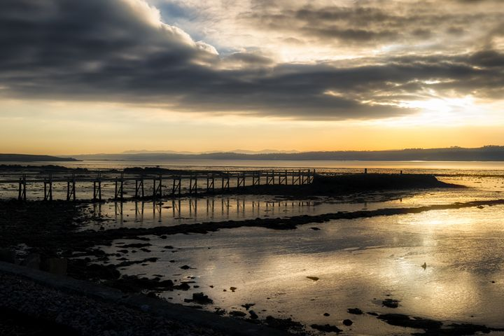 The Old Pier in Culross - Jeremy Lavender Photography