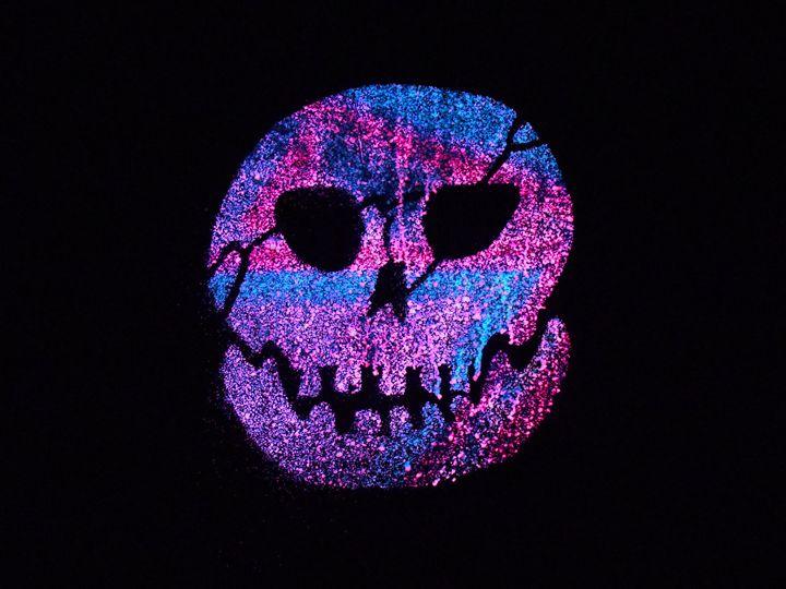 Purple glow Skull - Dead City