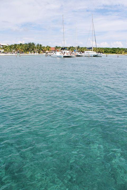 Isla Mujeres - Danielle Swayze