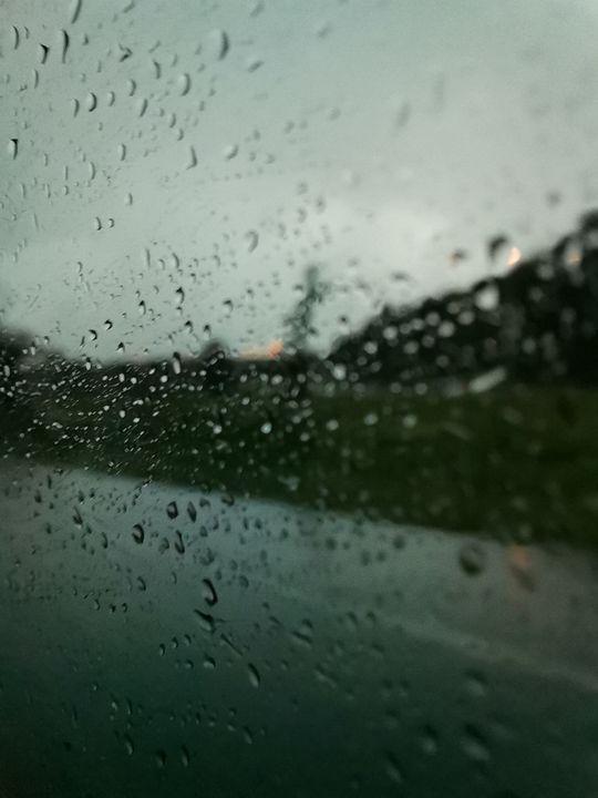 Rain drops on a window - #bymohenski