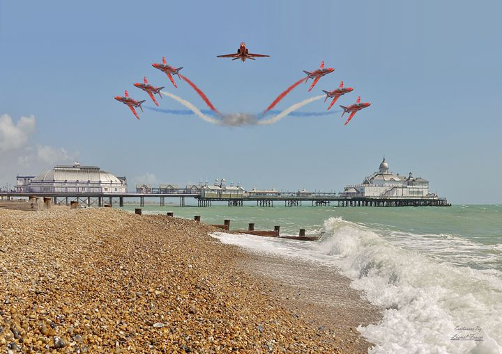 Red Arrows Over Eastbourne Pier - Lionel Fraser, Pictures of Eastbourne, England