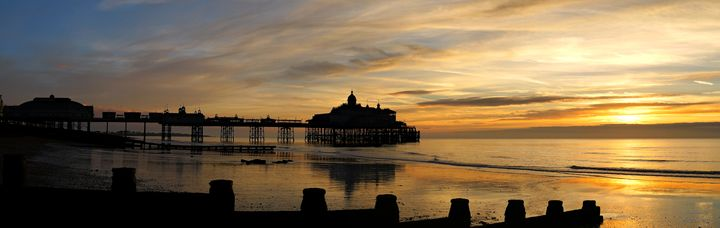 Sunrise at Eastbourne Pier - Lionel Fraser, Pictures of Eastbourne, England
