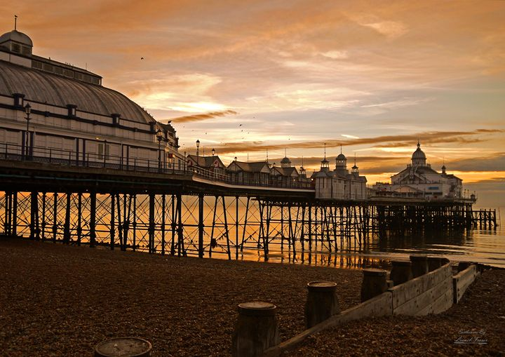 Sunrise at Eastbourne Pier Beach - Lionel Fraser, Pictures of Eastbourne, England