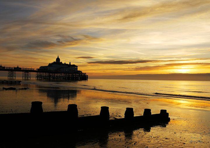 Sunrise at Eastbourne Pier - Lionel Fraser, Pictures of Eastbourne, England