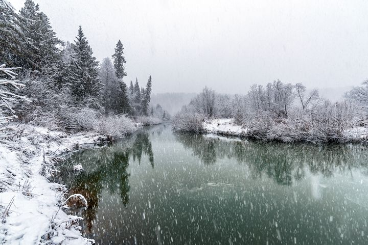 A cooling river with the first snow - Dobrydnev